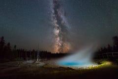 Galaxie de manière laiteuse au-dessus de ressort de silex Image libre de droits