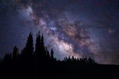 Galaxie de manière laiteuse se levant au-dessus du tellurure, le Colorado Photographie stock