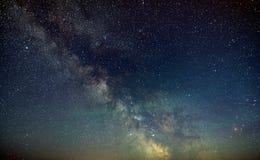 Galaxie la manière laiteuse dans le ciel nocturne avec des étoiles images libres de droits