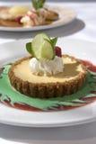 Galdéria do bolo de queijo com cal Fotos de Stock Royalty Free