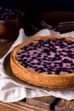 Galdéria saboroso caseiro da torta de mirtilo com Berry Dessert Wooden Background Vertical fotos de stock royalty free
