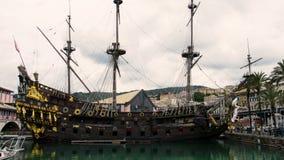 Galeone sailer Neptun koppelte in altem Hafen Genua an Segelschiff von Roman Polanski-` s Film Piraten stock footage