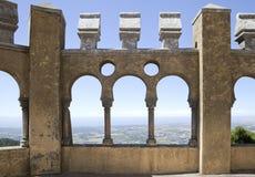 Galería árabe en el palacio de Pena, Sintra Foto de archivo