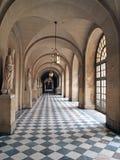 Galería arqueada que contiene las estatuas de mármol, palacio de Versalles, Francia foto de archivo libre de regalías