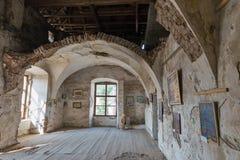 Galería de arte en el santo medieval abandonado Miklosh, Chynadievo, Ucrania del castillo Imágenes de archivo libres de regalías