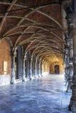 Galería de las arcadas en el patio del palacio de los Príncipe-obispos, en Lieja, Bélgica foto de archivo