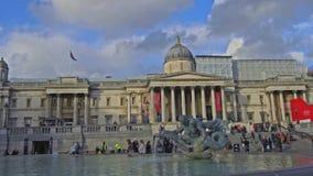 Galería de retrato nacional en Trafalgar Square, Londres, Inglaterra, Reino Unido almacen de metraje de vídeo