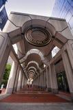 Galería del edificio con el sello en el top Foto de archivo libre de regalías