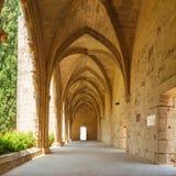 Galería en la abadía de Bellapais, Kyrenia, Chipre del norte Imagen de archivo