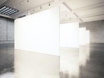 Galería moderna de la exposición de la foto, espacio abierto Lugar industrial contemporáneo de la lona vacía blanca en blanco Des imagen de archivo libre de regalías