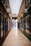 Galería parisiense hermosa de las compras Foto de archivo libre de regalías