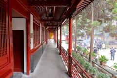 Galería roja del templo en área escénica de la isla de Putuoshan, adobe rgb del pujichansi Imagenes de archivo