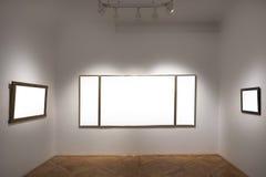 Galería vacía con los marcos vacíos Imágenes de archivo libres de regalías