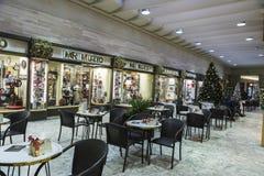Galerías de las compras en el centro histórico de Roma, Italia Fotos de archivo
