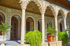 A galeria cênico na mansão de Zinat Ol-Molk, Shiraz, Irã Fotos de Stock