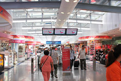 Galeria da compra do aeroporto Fotografia de Stock Royalty Free