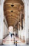 Galeria das arcadas na Bolonha, Itália Foto de Stock