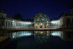 Galeria de arte de Dresden e águas calmas da fonte Fotografia de Stock