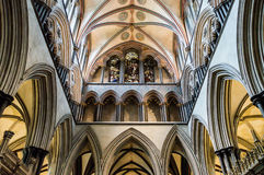 Galeria A de Triforium da catedral de Salisbúria fotos de stock