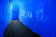 Galeria dentro de uma geleira imagem de stock royalty free