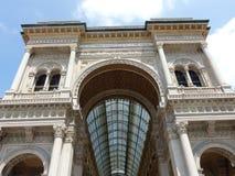 Galeria Neoclassic Vittorio Emanuele II visto perto abaixo milan Italy imagens de stock