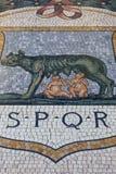 Galeria Vittorio Emanuele II, luksusowy centrum handlowe, mozaika z waderą, Mediolan, Włochy zdjęcia stock