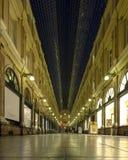 Galerias reais de Saint-Hubert francesas: Galeries Royales Saint-Hubert, holandês: Koninklijke Sint-Hubertusgalerijen, Bruxelas,  foto de stock royalty free