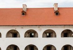 Galerie avec le toit, cour intérieure du château Palanok, Mukachevo, Ukraine photographie stock libre de droits