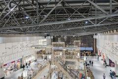 Galerie d'achats au temps de Noël Photos libres de droits