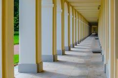 Galerie dans le palais du jeu d'Oranienbaum de la lumière et de l'ombre image stock