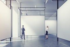 Galerie dans un grenier, couple Images libres de droits