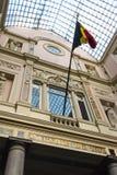 Galerie du Roi (a Galeria do rei), Bruxelas, telhado e bandeira do belga fotos de stock royalty free
