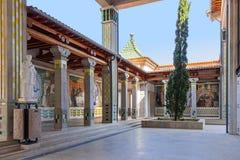 Galerie im Äußeren der Krypta mit Dekoration von Fliesen Lizenzfreies Stockfoto