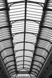 Galerie mit Fenstern in Mailand stockfoto