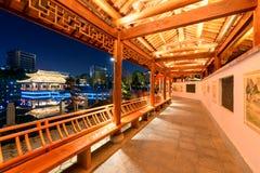 Galeriebrücke-c$ruzi Pavillon-Parknacht Stockfotografie