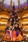 在圣诞节的Galeries拉斐特在巴黎,法国 库存图片