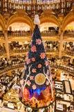 在圣诞节的Galeries拉斐特在巴黎,法国 免版税图库摄影