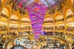 Galeries Lafayette armazenam, Paris, França Imagem de Stock