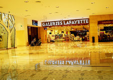 Galeries Lafayette-Kaufhaus innerhalb des Dubai-Malls Lizenzfreie Stockfotos