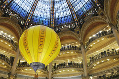 Galeries Lafayette Paris stockfotos