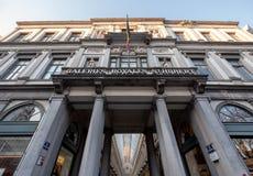 Galeries Royales St Hubert Utsmyckade 19 gallerier f?r th?rhundradeshopping i mitten av Bryssel, Belgien royaltyfria bilder