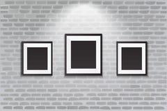 Galerii wnętrze z pustą czerni ramą na ścianie Obrazy Royalty Free