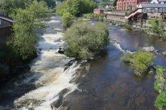 Gales, Llangollen, o rio de fluxo r?pido Dee fotos de stock royalty free