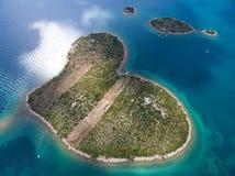 心形的Galesnjak海岛的鸟瞰图亚得里亚海的海岸的 免版税库存照片