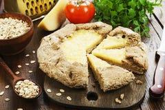 Galetta com flocos e queijo da aveia imagens de stock royalty free