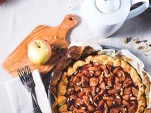 Galette της Apple με τα καρύδια πεύκων και φυστικιών Στοκ Εικόνες