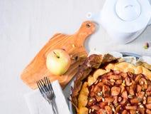 Galette της Apple με τα καρύδια πεύκων Στοκ εικόνα με δικαίωμα ελεύθερης χρήσης
