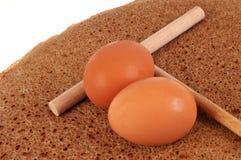 Galette z jajkami i drewnianym squeegee fotografia stock