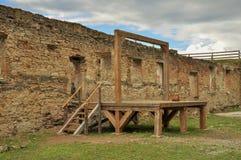 Galge i medeltida fästning Arkivbild