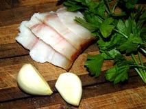 Galho da salsa com partes de bacon e de cravos-da-índia de alho Imagem de Stock Royalty Free
